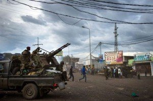 Les affrontements entre les FARDC et le M23 s'intensifient à Mutaho dans Politique 520149-des-soldats-congolais-a-goma-le-18-novembre-2012-300x199